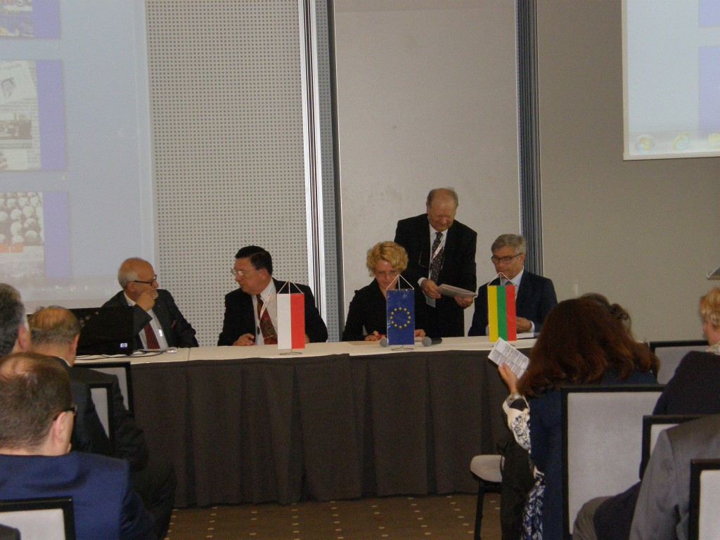 Signing the Cooperation Agreement between Lithuanian and Polish Forensic Associations, photo by M. Miron