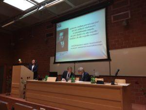 Проф. Др. Габил. Ева Гркза выступает с докладом о истории кафедры криминалистики Варшавского университета