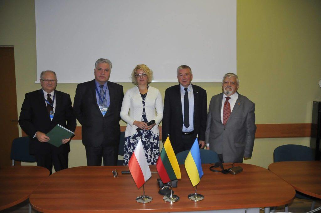 Подписанты Палангского Меморандума (слева направо): M. Гoц, Г. Малевски, Г. Юодкайте-Гранскене, , В. Шепитько, В. Тищенко